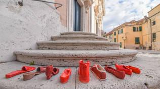 Scarpe rosse violenza donne Albissola Marina
