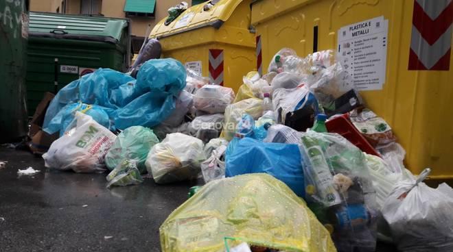 Spazzatura in strada a Sampierdarena