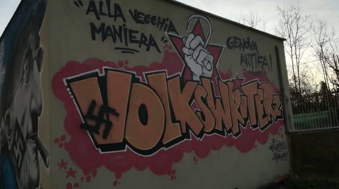 Svastiche sui murales