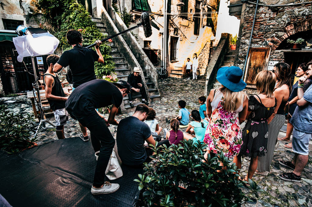 Vie cittadine trasformate in set cinematografico: terminate le riprese del film-racconto delle due Albisole