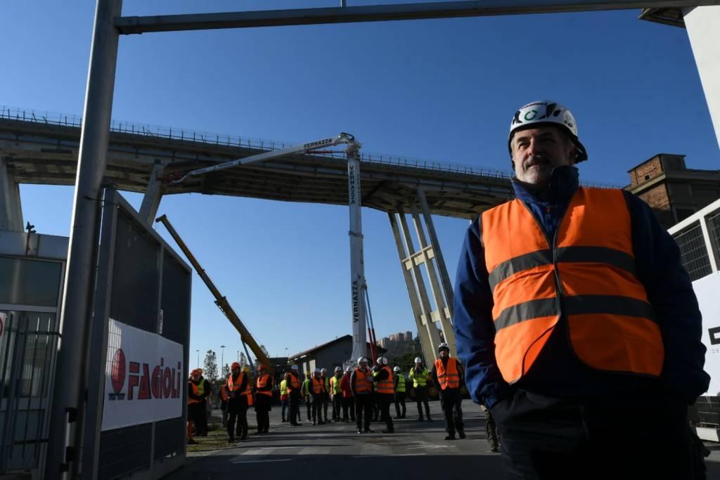 Cantiere demolizione ponte morandi