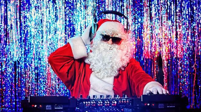 Natale in pista al Cezanne Disco con musica commerciale e revival