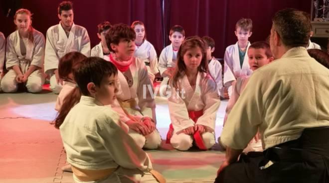 """Successo per lo spettacolo \""""Aikido l\'arte della pace e dell\'armonia\"""" al Villaggio di Natale di GiuEle"""