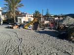 rifiuti spiaggia pietra