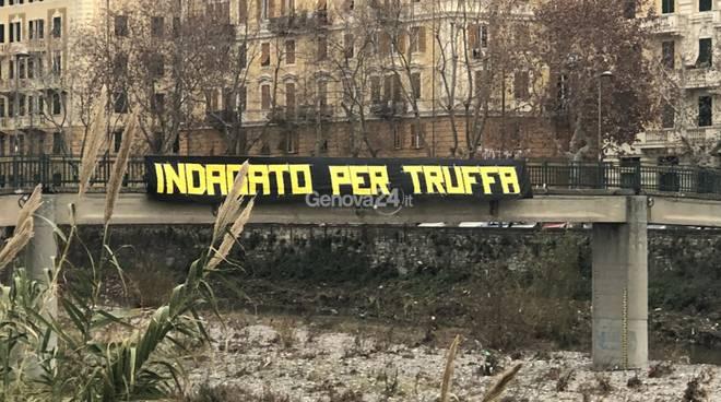 striscioni contro Ferrero