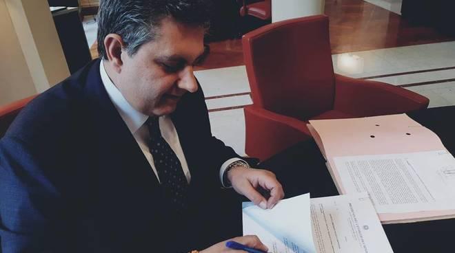 Toti firma decreto commissario emergenza regione liguria