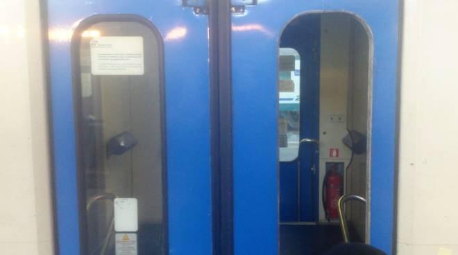 atti vandalici treno