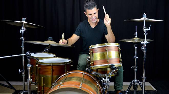 Corrado Bertonazzi batterista