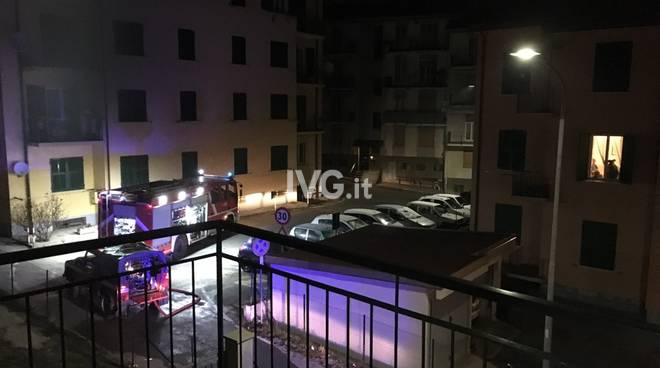 incendio appartamento notte vigili del fuoco Vvff