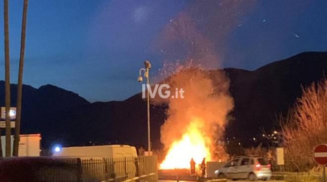 Incendio sull'Aurelia ad Albenga