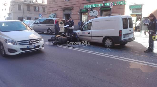 incidente furgone moto via giacometti