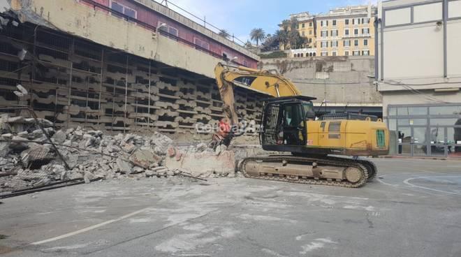 Inizio demolizione ex Nira