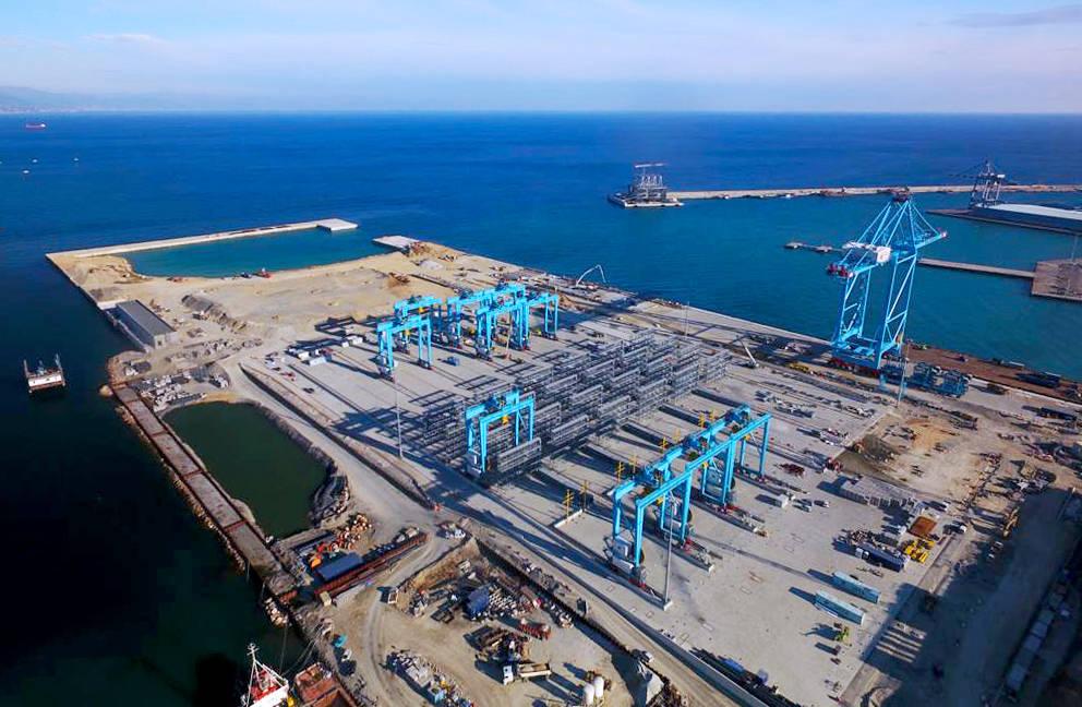 piattaforma contenitori Maersk vado apm terminals