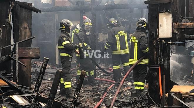 Savona, capannone a fuoco in zona Santuario