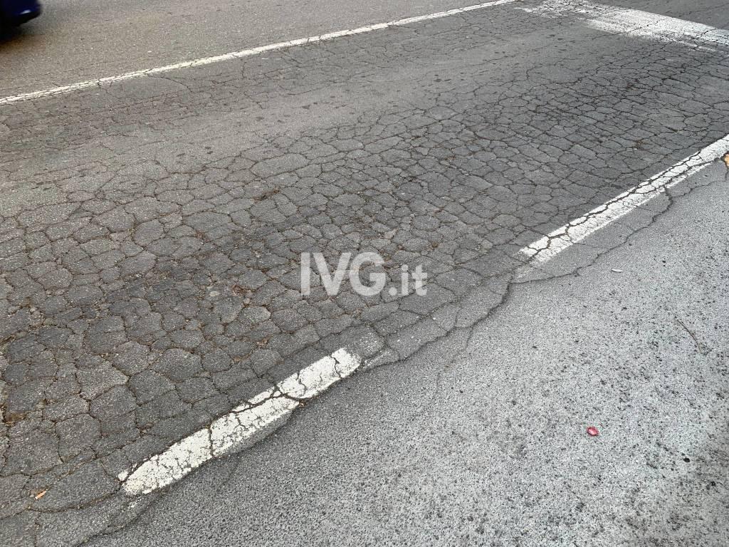 Savona, la situazione dell'asfalto in corso Mazzini
