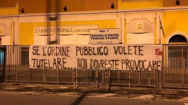 Striscioni protesta Genoa Milan