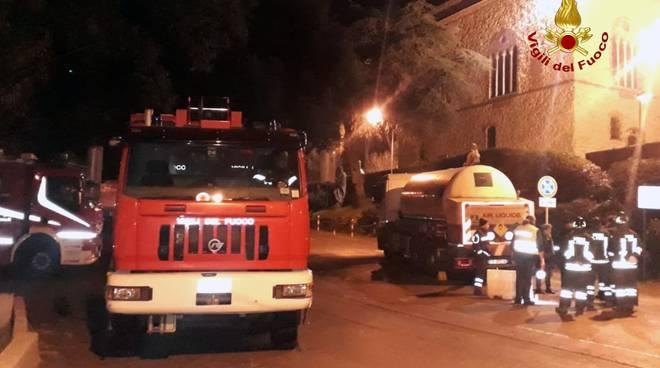vigili del fuoco rimozione camion ossigeno