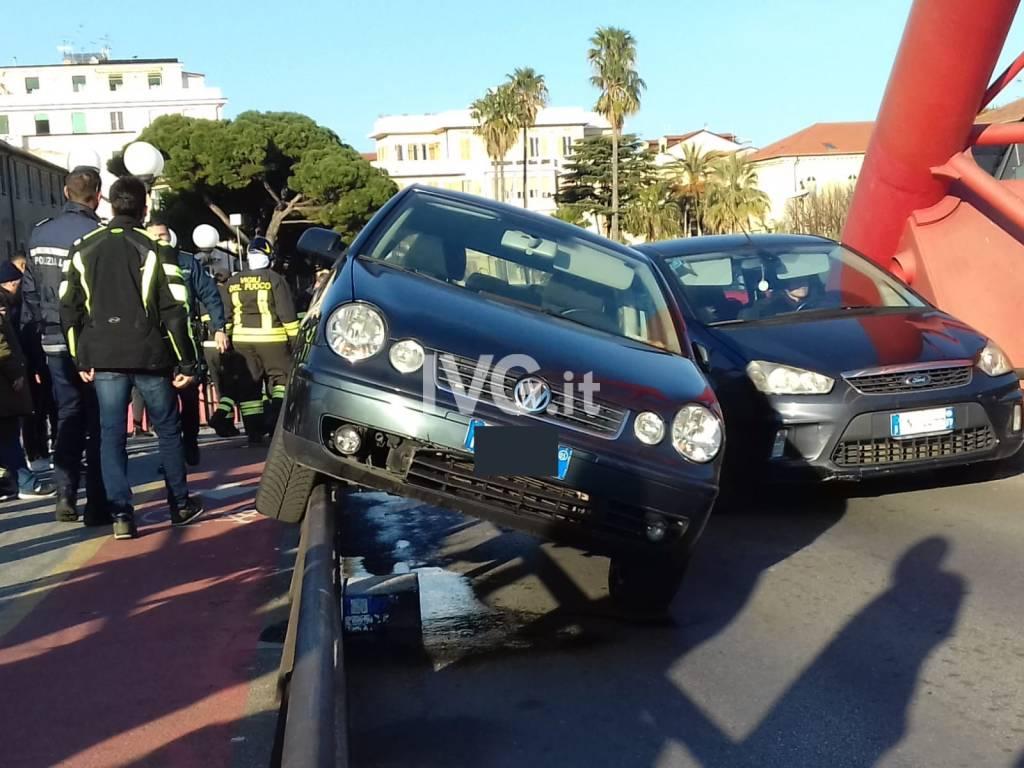 Albenga, incidente sul ponte Rosso