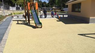 Dalle scarpe usate nasce il pavimento del parco giochi