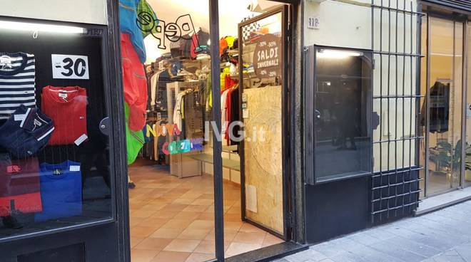 Loano, nuova spaccata ai danni delle boutique Pepe