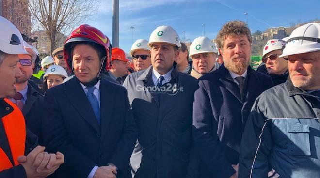 politici al primo giorno di demolizione del ponte morandi