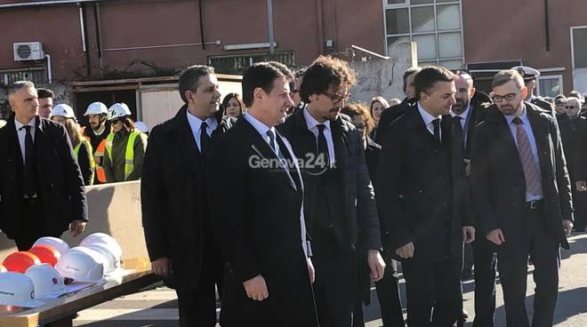 politici presenti alla demolizione del ponte Morandi