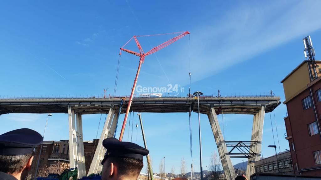 ponte morandi, primo giorno di demolizione
