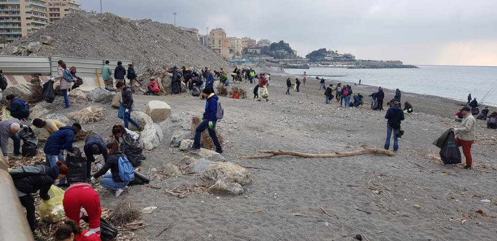 Pulizia foce Greenpeace
