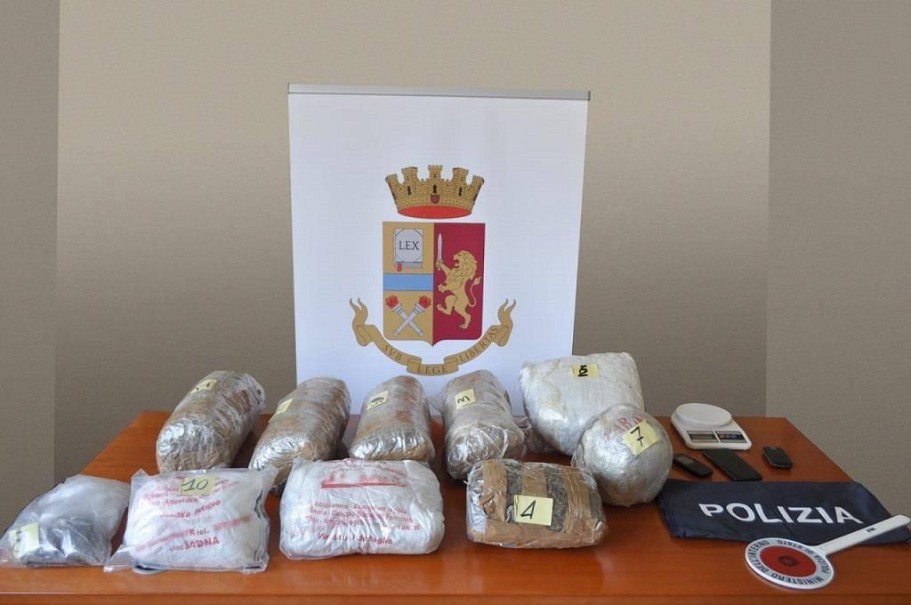 Savona, operazione della polizia: maxi sequestro di marijuana