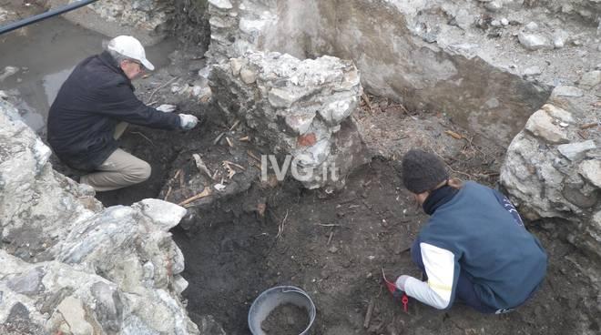 Scavi archeologici Priamar Savona tombe antica cattedrale