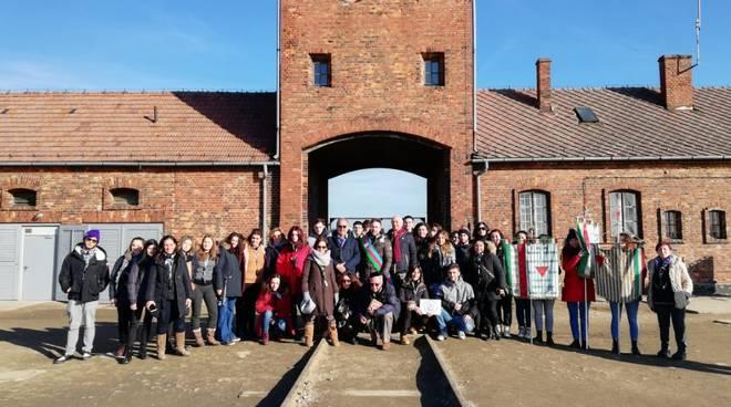 studenti a birkenau delegazione consiglio regionale memoria genocidio