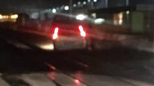 Auto sui binari tra Loano e Borghetto