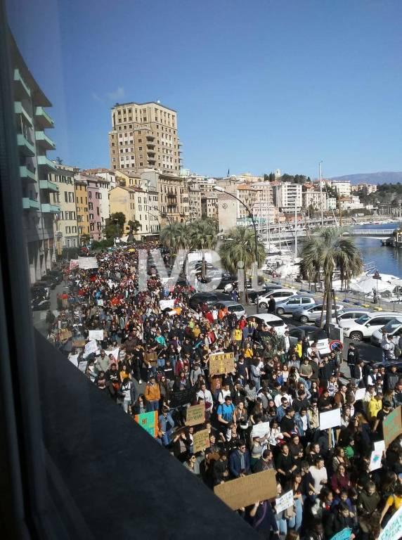 #Fridaysforfuture: a Savona l'onda verde non si ferma