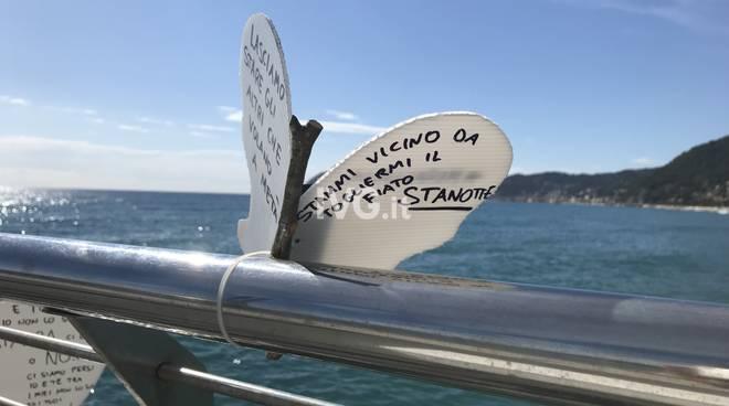 Nuovi messaggi d'amore sul molo di Alassio
