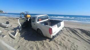 fuoristrada spiaggia Alassio polizia commissariato squadra nautica