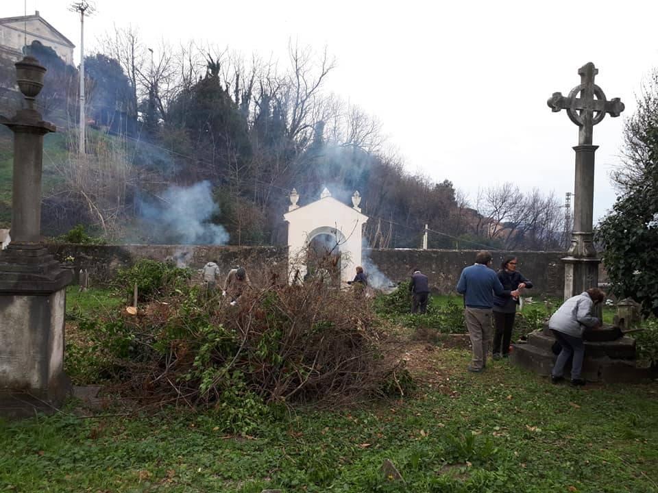 Il cimitero di Murta diventa un roseto