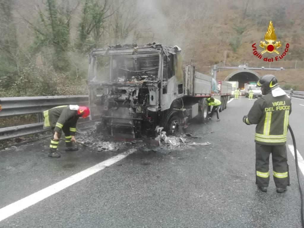 incendio camion a26