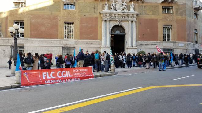insegnanti in piazza contro la precarietà
