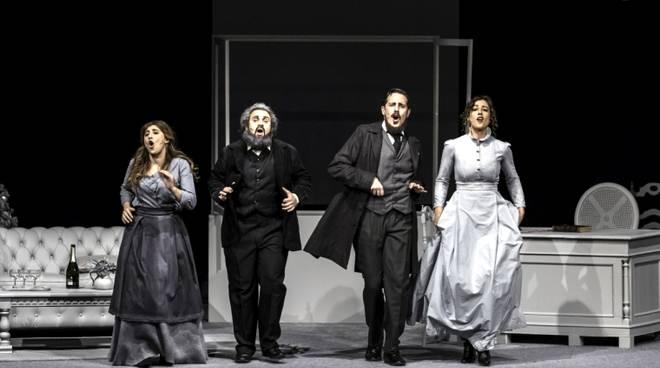 """""""Natale in Casa Marx"""" commedia musicale regia di Enzo Iacchetti"""