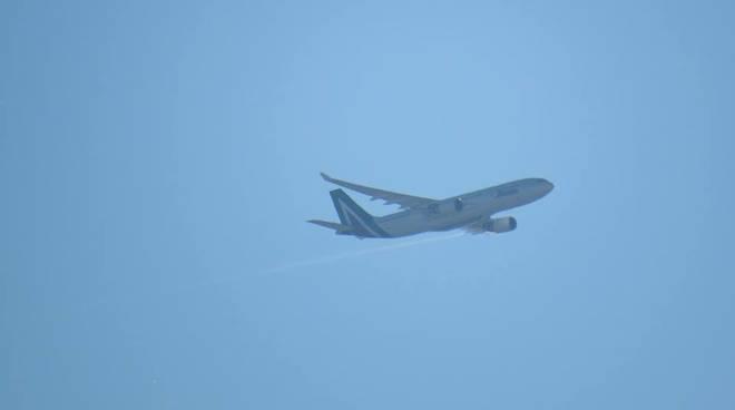 aereo scarica carburante