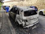auto fuoco fiamme incendio Albisola