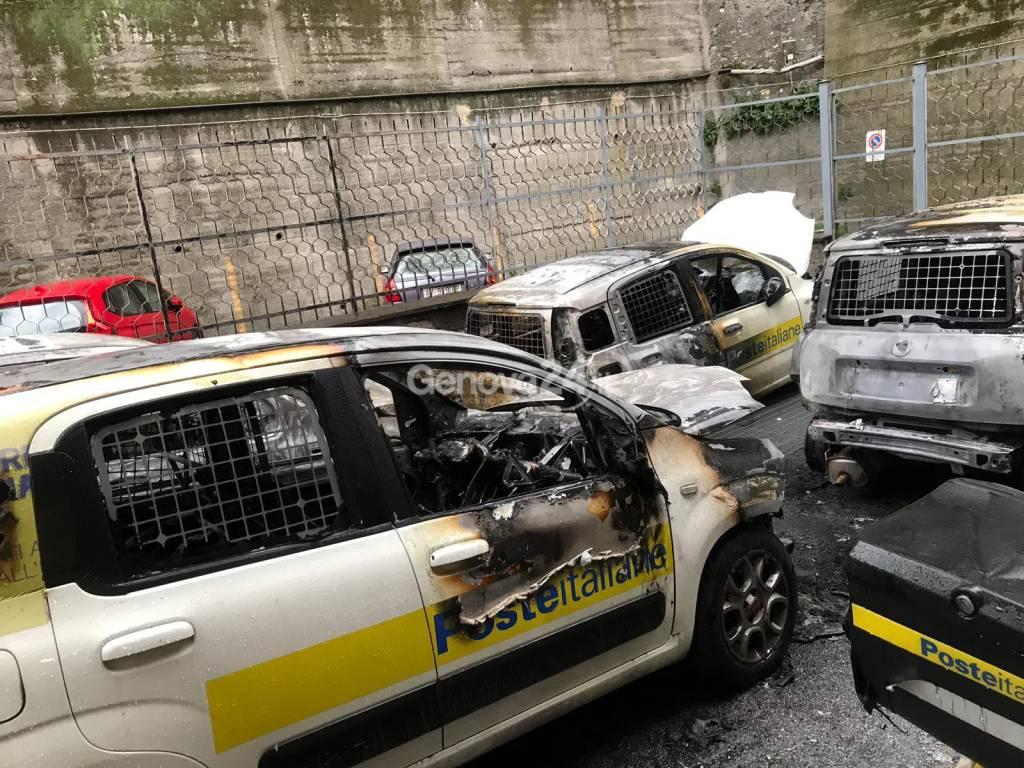 incendio veicoli Poste a Bolzaneto