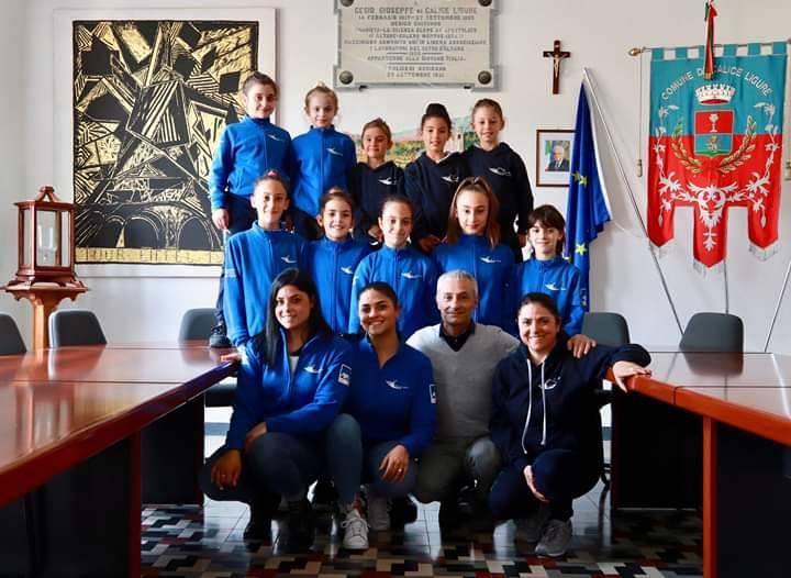 Le atlete dell'ArteGinnastica ricevute in Comune a Calice Ligure