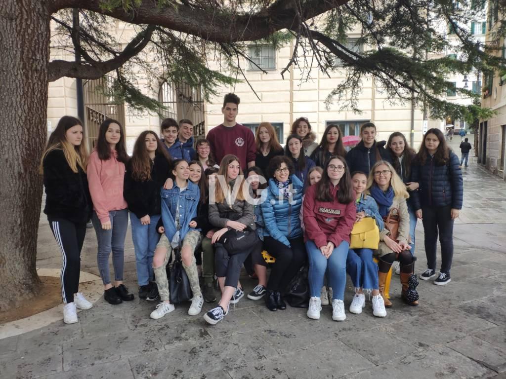 Panchina gialla Savona