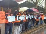 protesta gillet arancioni commercianti via fillak