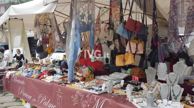 """Torna il """"Mercato Riviera delle Palme"""""""