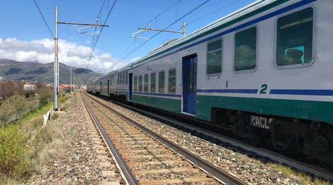treno fermo