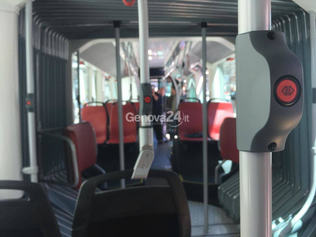 Filobus 24 metri in test sulle strade di Genova