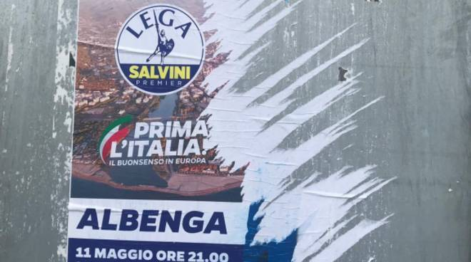 Manifesti strappati Calleri Salvini
