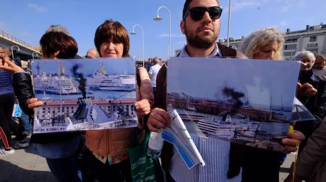 Protesta fumi porto